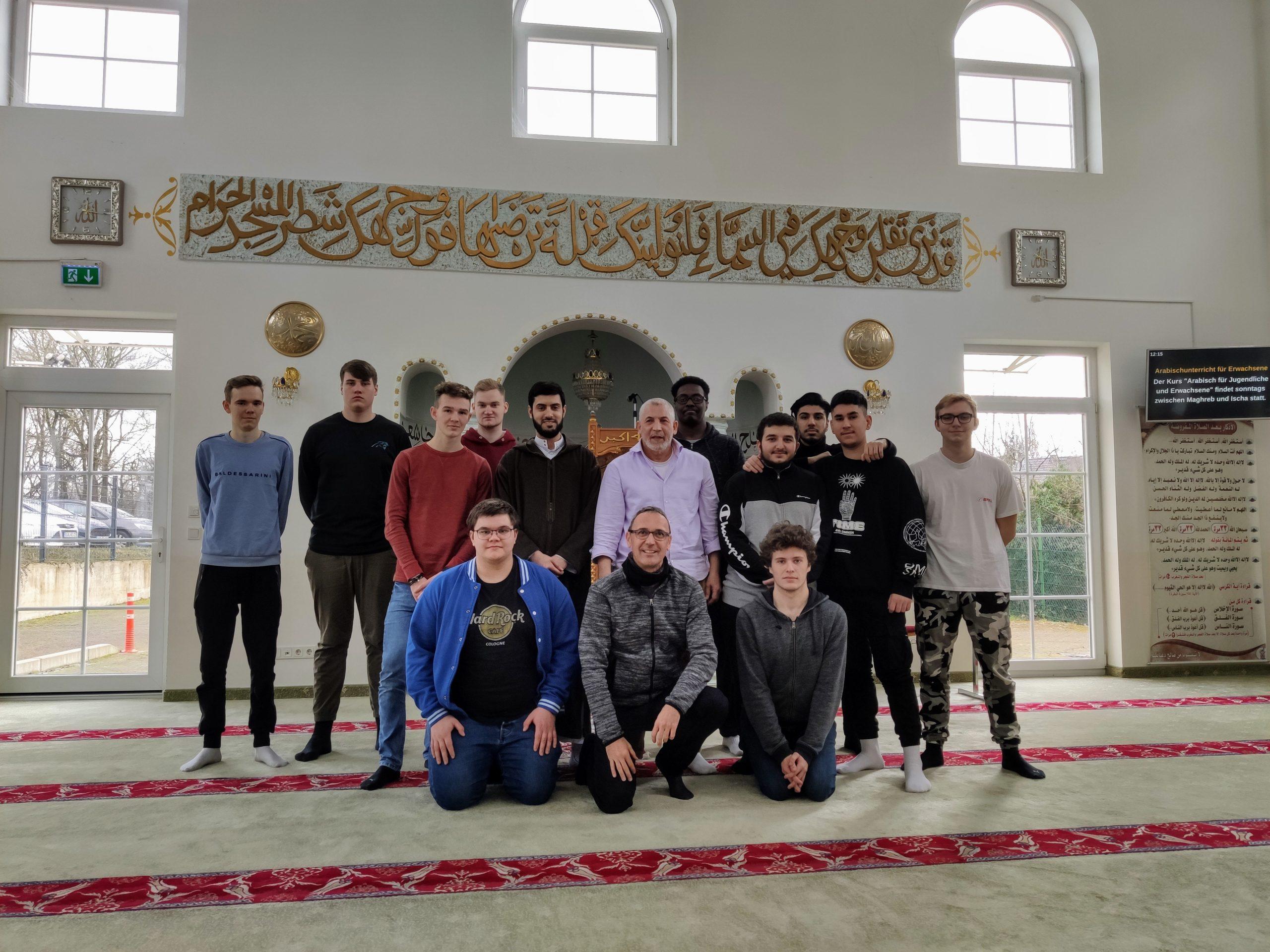 Fachoberschulklasse zu Gast in Omar Moschee